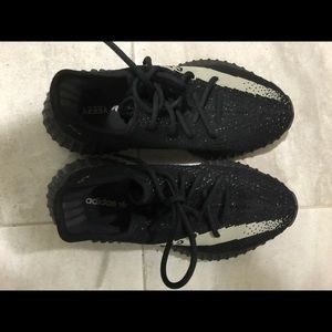 Adidas yeezy boost 350 v2 core black and white